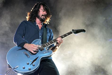 I must have a Pelham Blue guitar!!! I MUST!   Harmony Central