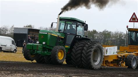 John Deere 4955 Pulling The Heavy Sledge at Pulling Event